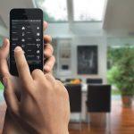 La Domótica es una de esas cosas que han invadido el mercado. Y por haber invadido el mercado, diseñar tu propio hogar inteligente, es una de esas cosas que resulta hoy en día una necesidad. Todo esto, puede ser posible mediante la sincronización de un dispositivo, en el que las funciones pueden estar dirigidas a través de un control de voz, o simplemente mediante un teléfono inteligente.