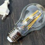 La energía es un elemento imprescindible en nuestras vidas; y a la vez es una de las principales causas de los grandes problemas ambientales del mundo actual. Aproximadamente en el mundo existen más de 2.000 millones de personas no son capaces de acceder a un suministro de energía común. Por tal motivo, la solución que plantean muchos para ahorrar fuentes de energía; reducir el consumo, mejorar la optimización y preferir las fuentes de energías renovables.