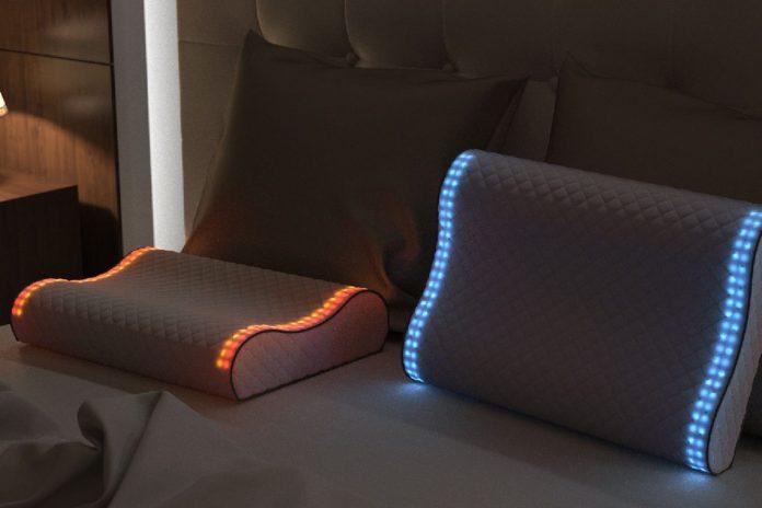 Sunrise pillow; lleva por nombre la almohada inteligente que viene de la mano de Kickstarter, que ha causado sensación en los últimos meses. Su triunfo ha sido notable, habiendo alcanzado un porcentaje de financiación del 500%; lo cual estableció un margen de financiamiento del proyecto en alrededor de 50.000 dólares.