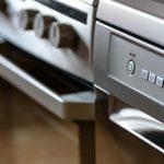 Los electrodomésticos; disminuir su consumo es sencillo, pero muchas veces no lo aplicamos. Lo primero que debemos hacer es detectar qué aparatos gastan más energía aún cuando no han sido utilizados.
