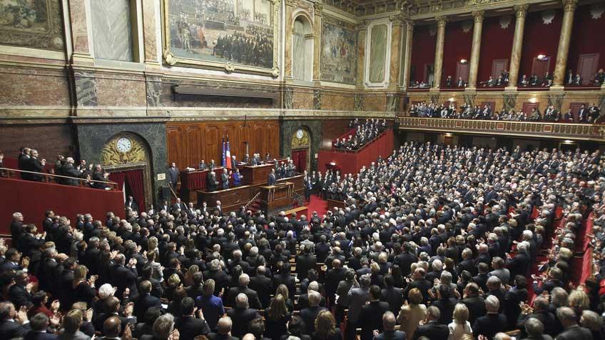 Parlamento francés aprueba ley que prohíbe uso Smartphone y tablets en colegios